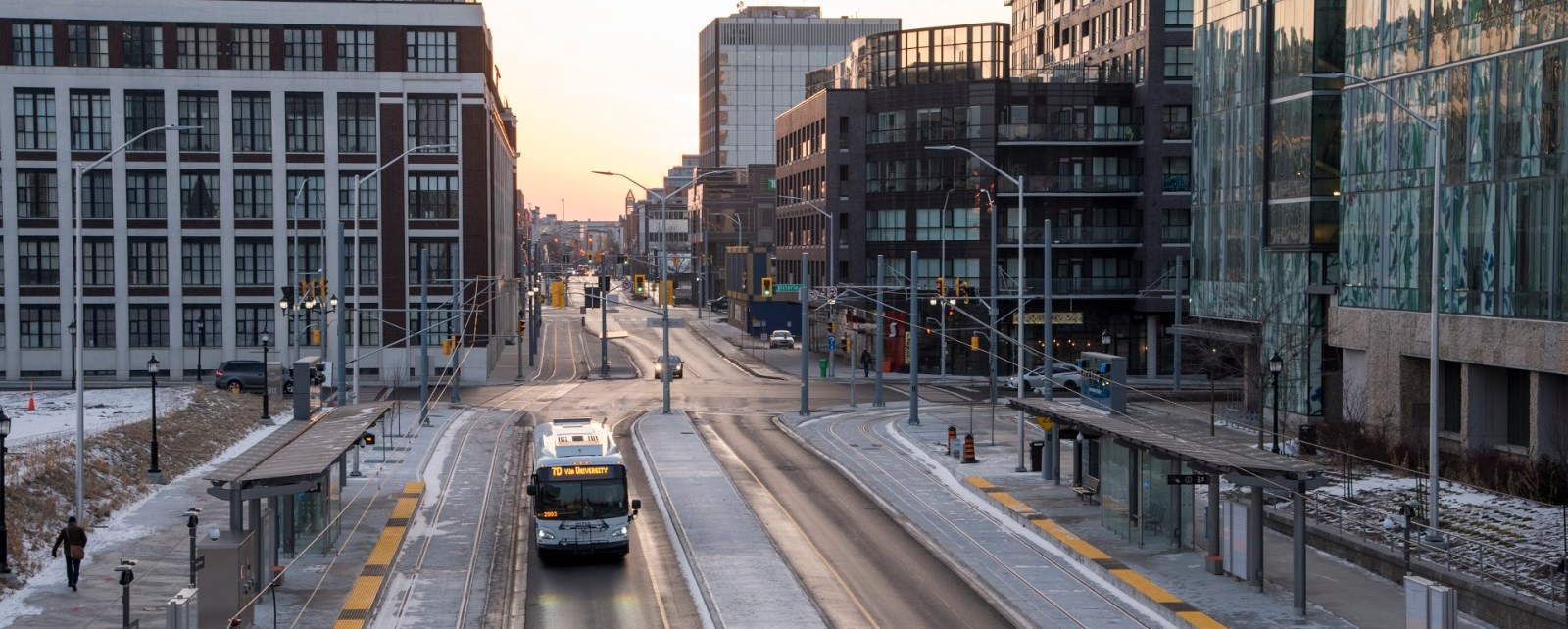 Image of a bus with no traffic at King and Victoria streets
